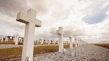Europeu-Victimes-Crims-Estalinistes-Nazis_1637246292_33499887_651x366