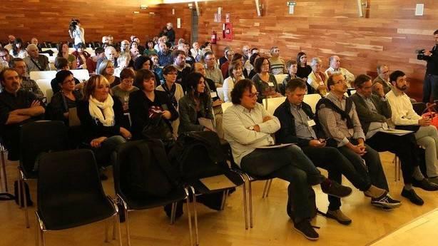 Los asistentes ayer a las charlas de las jornadas sobre 'Fascismo y lugares de Memoria' en el Archivo. (JAVIER BERGASA/Noticias de Navarra)