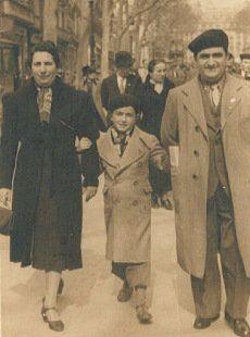 Palomo family walking along the Ramblas, 1930s | Familia Palomo