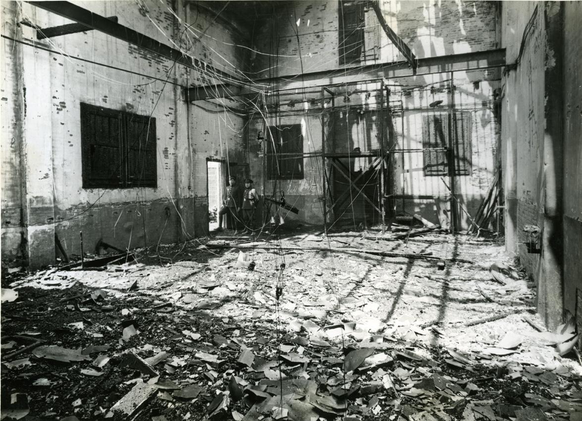 """Fire of the studios of """"Ibérica Films"""", at Londres street , 91. Source: Arxiu Fotogràfic de Barcelona."""