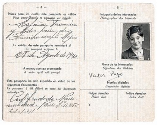 Passport of Victor Papo (Milan, 1927), a Sephardic Jew who arrived in Barcelona in 1941, ​​together with his family | Victor Papo