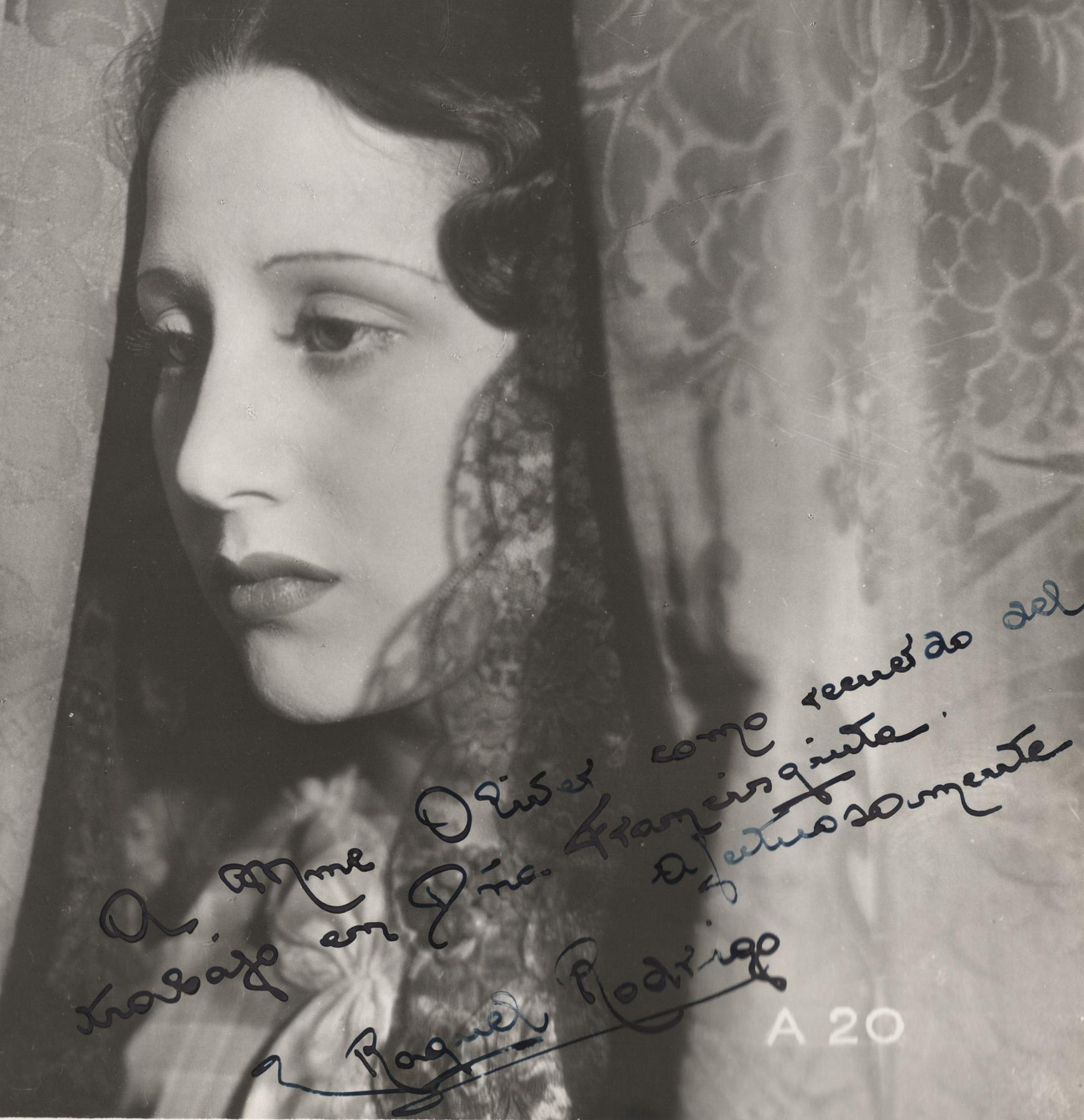 """Foto dedicada de Raquel Rodrigo, actriu protagonista de """"Doña Francisquita"""", per a Edith Oliver, esposa de David Oliver."""
