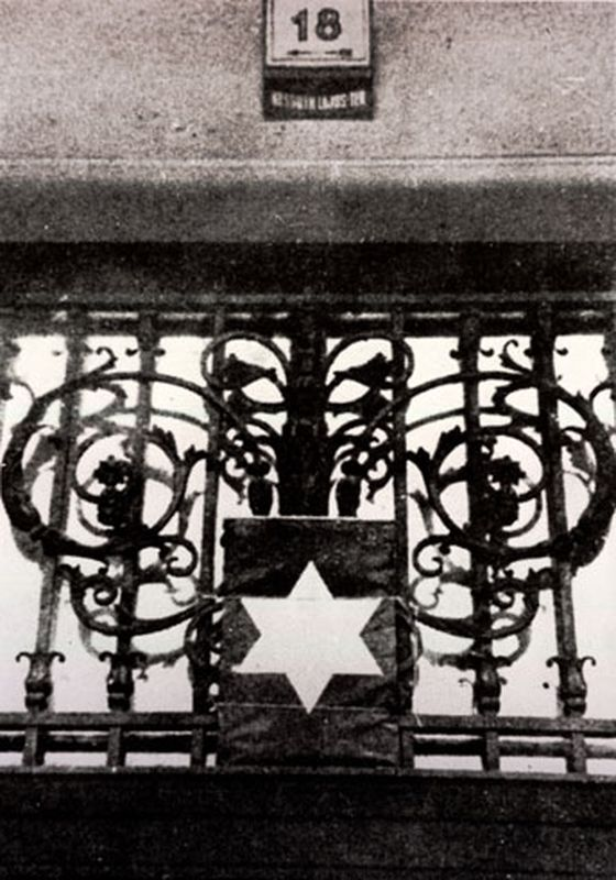 Yellow star above the entrance of the house at Kossuth Lajos Square 18 (MNM). OSA, Yellow Star Houses interactive map.
